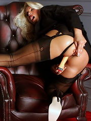 Lana fucking her pussy and ass with two dildo toys