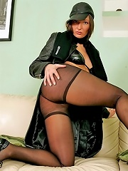 Big-booty ho mixes leather and nylon in one shoot