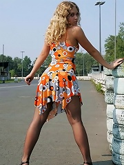 Hot blondie shows her uncovered upskirt pantyhose