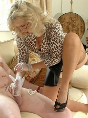 Nyloned babe gives rubber treatment